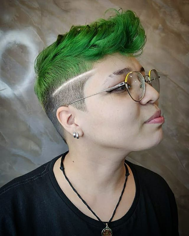 Proud Emerald Pompadour