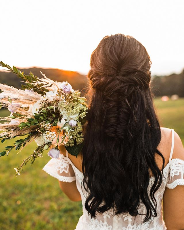 Countryside Curls for a Chic Outdoor Wedding