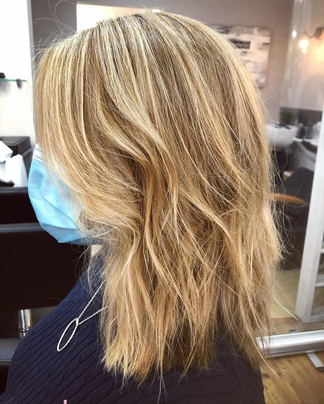 Easy Shoulder-length Blonde Haircut