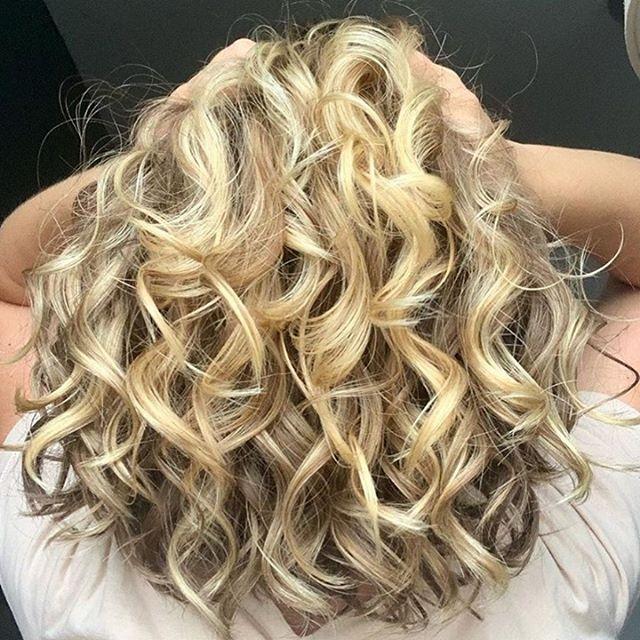 Big Blonde Barrel Curls