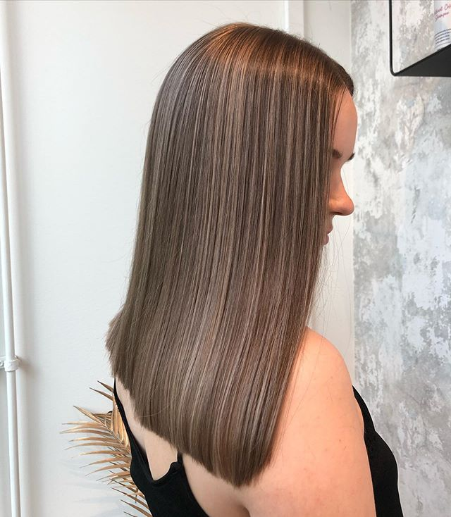 Honey Highlights on Straight Medium Hair