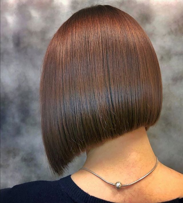 Uneven Curtain Blunt Bob Hairstyle for the Sassy Ones
