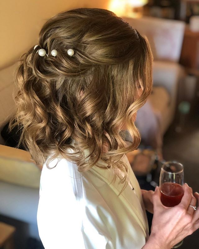 Pearls and Beachy Curls for Short Hair