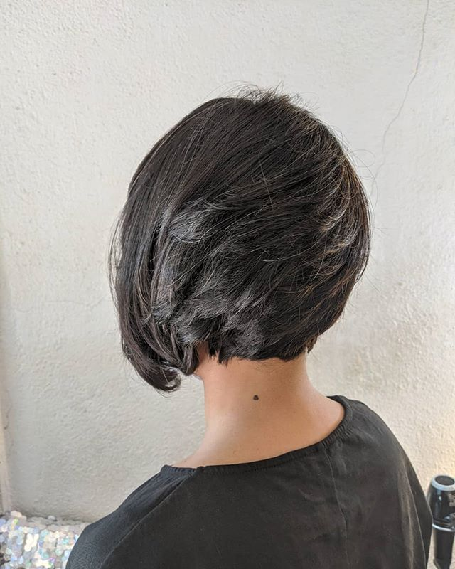 Neat Side Peak Inverted Bob for the Perfect Backside Glance