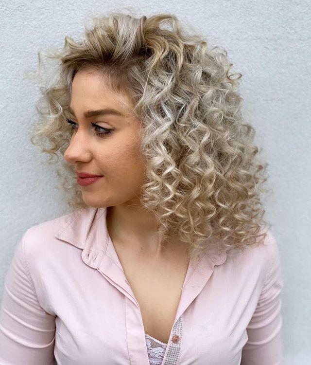 Sweet Bleach Blond Shoulder-Length Curls