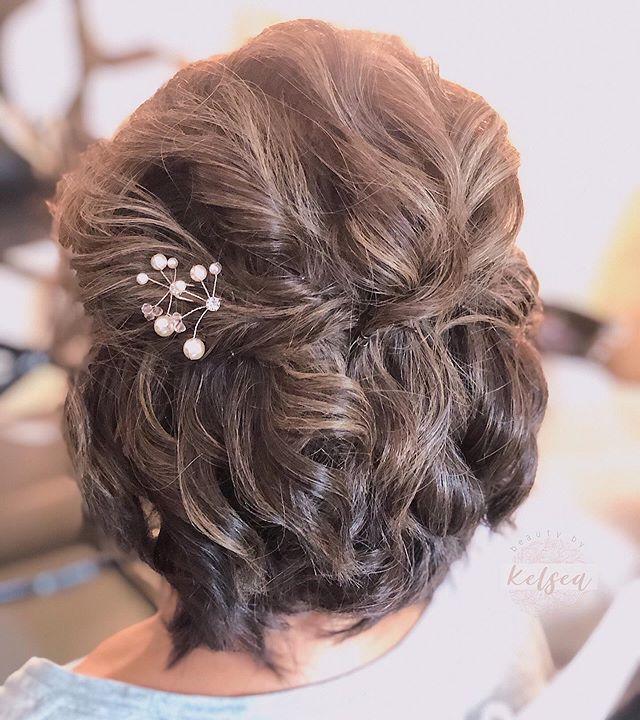 Voluminous Wavy Short Wedding Hairdo