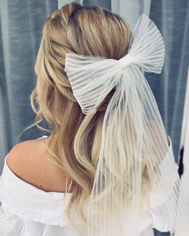 Voluminous Half-up 'Do With A Tulle Bow