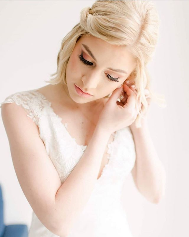 Angelic Blonde Chin Length Bride Style