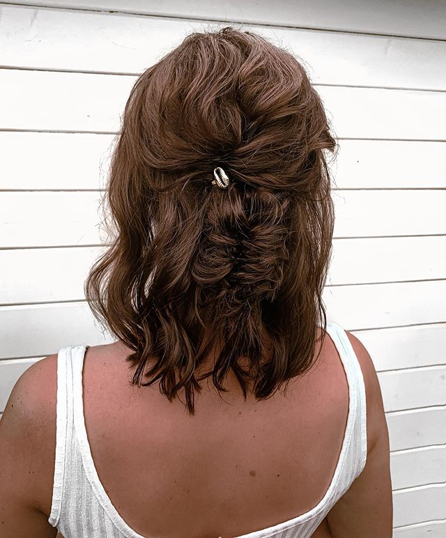 Enchanting Half-Updo With A Subtle Fishtail Braid