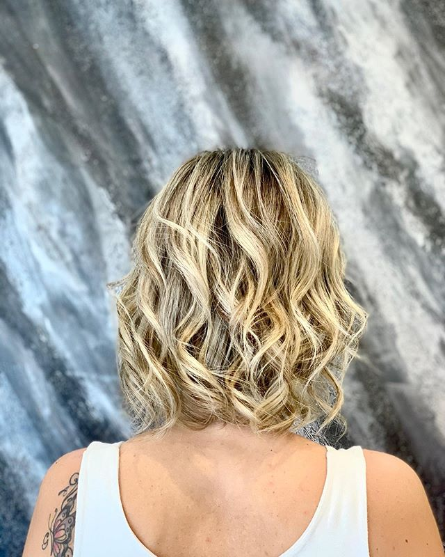 Edgy Over-the-Shoulder Waves with Bleached Highlights